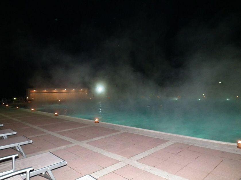 Monsummano terme la piscina pi romantica della toscana - Piscina monsummano terme ...