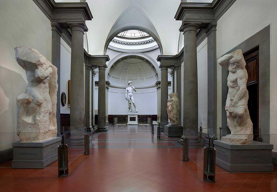 367c31bd6dd6 La Galleria dell'Accademia supera la Galleria degli Uffizi: ecco perché è  più attraente • Nove da Firenze