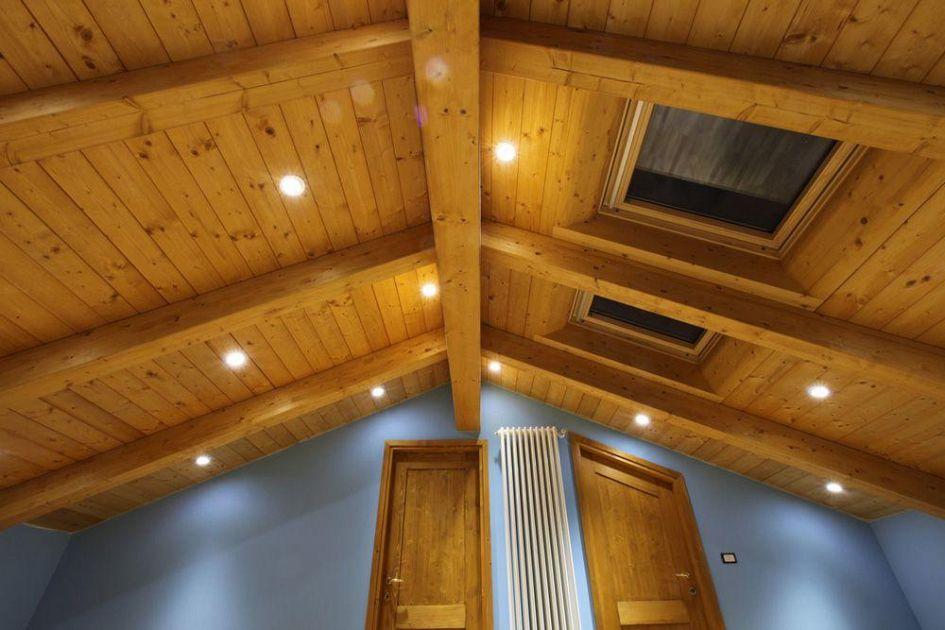 Fissare Travi In Legno Al Soffitto: Porticato in legno porticati con colonne su misura e senza ...