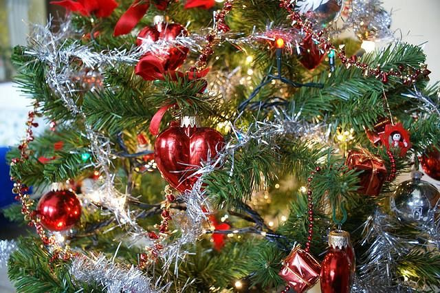 Albero Di Natale Anni 70.Alberi Di Natale E Catene Luminose Attenti Al Fuoco