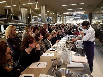 Cooking show di gabriele vannucci alla scuola di cucina lorenzo de 39 medici mercato centrale - Scuola di cucina firenze ...