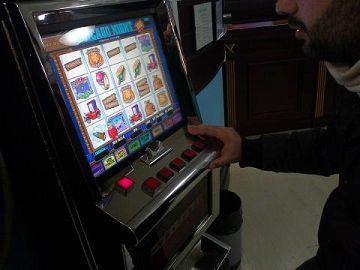Apparecchio per slot machine