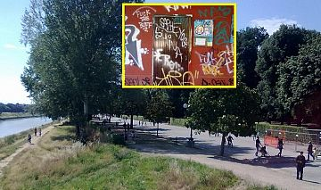 il 2 giugno festa della repubblica i fiorentini ed i turisti si riversano nel parco verde di firenze ma trovano i gabinetti pubblici serrati