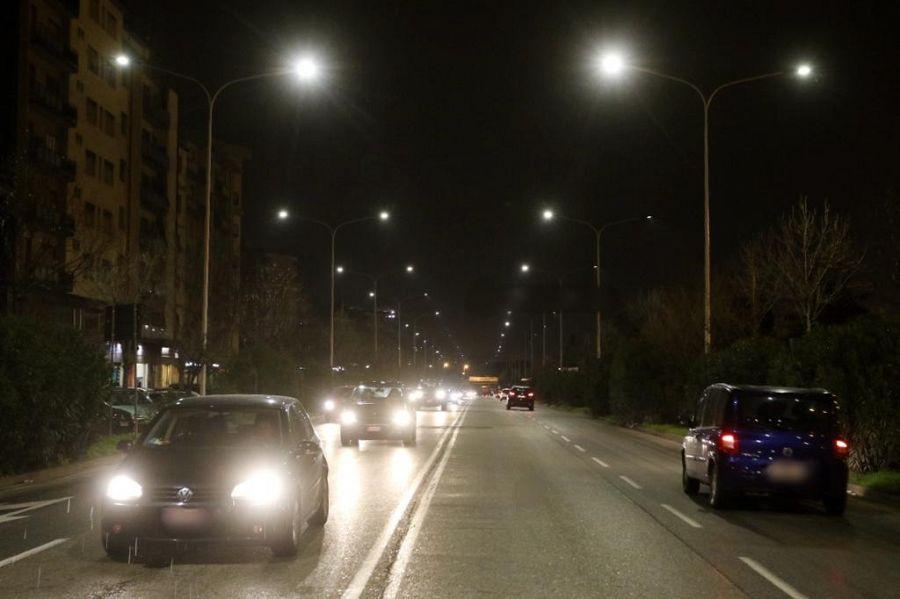 Illuminazione pubblica nuovi lampioni in periferia
